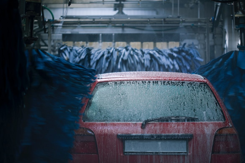 Czy myjnie psują lakier samochodu?
